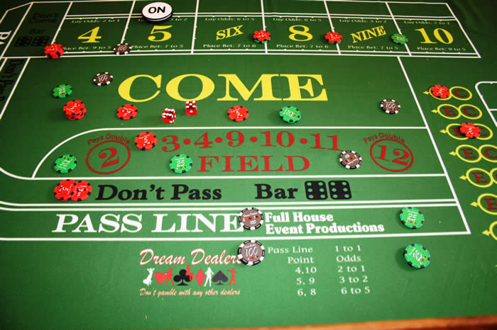 Craps table felt underlay